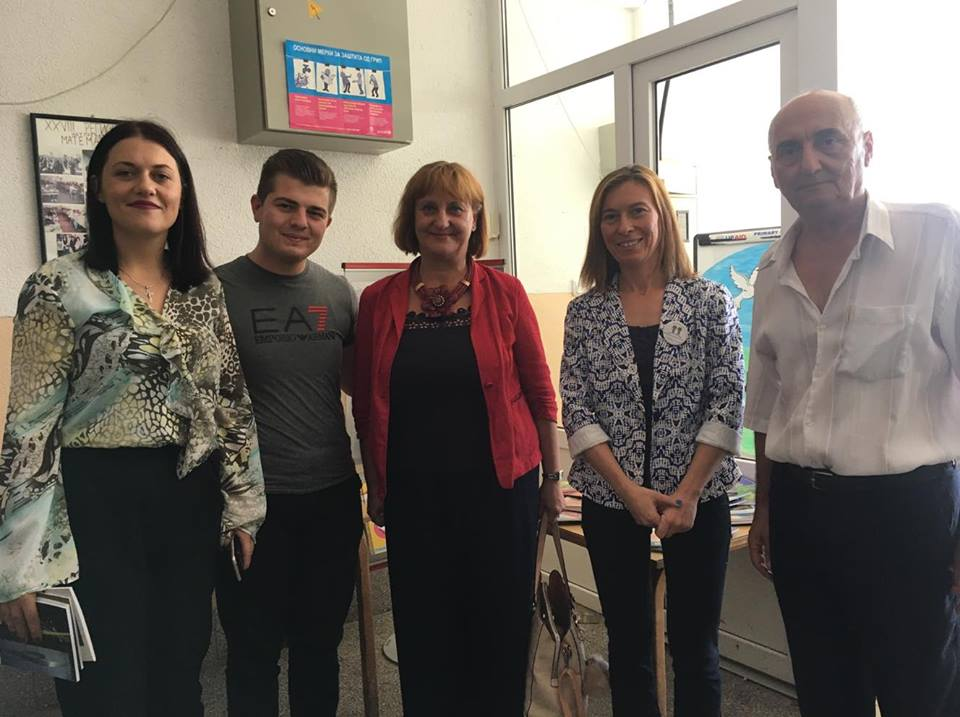 """Донирани 150 книги за библиотеката на ОУ """"Гоце Делчев"""" во Могила"""